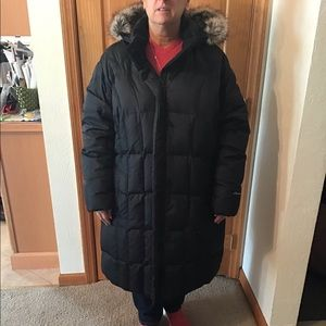 Eddie Bauer winter puffer Coat with removable hood